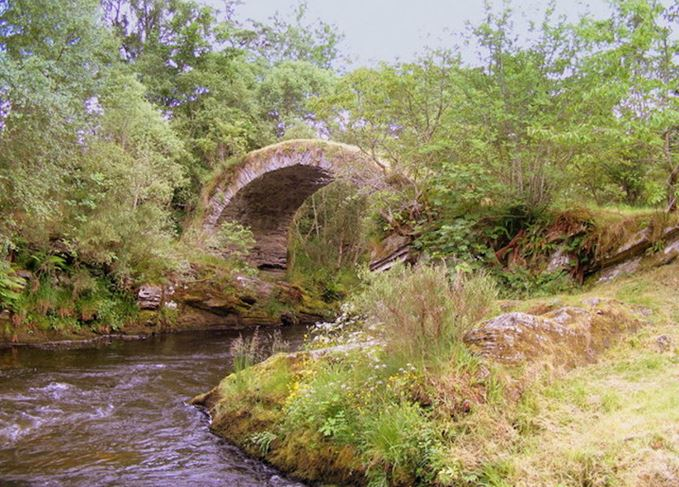 Packhorse bridge across the Livet